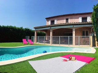 Luxurious villa with pool-  5 minutes BEACH / Golf field  / Bicycle Path, Villeneuve-Loubet