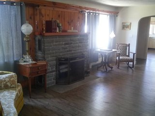 South Finger Lakes Stately Ranch Whole House, Horseheads