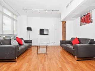 Access Paddington, Four-Bedroom Apartment, London