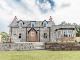 New Luxury Dog Friendly Cottage near Inverness
