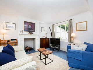 Minimum stay 90 days. Traditional 1 bedroom apartment with garden-, Londen