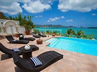 Spacious 3-bedroom luxury villa with boat dock, Isla de San Martín