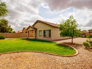 Quiet-Convenient:Walk 2 movies, gym, dining, shops, Mesa