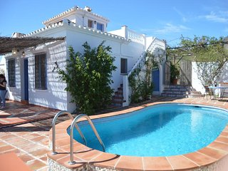 Nice 2 bedrooms villa with private pool, A/C. free wifi, mountain views.