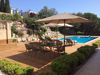 Sea & City View Villa w / Pool - 5BR, Barcelona