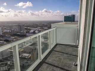 Downtown Miami Penthouse, Large Condo