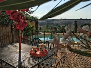 Pasqui Villas: La Capanna,country chic house in a village:garden,pool,view,WiFi