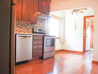 Spacious and Private 3 bedroom House with Backyard, Toronto