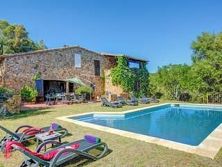 Traditional Villa Romanya for up to 6 people, only 10km from the beaches of