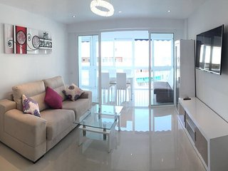 Swarowski Luxury 2 Bedroom Great Pool, Benidorm