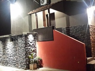 CABAÑA CENTRO  CARLOS PAZ FRENTE LAGO.PILETA CLIMA, Villa Carlos Paz