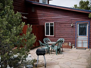 Enchanted Forest Accommodations: Queen Studio, Crestone
