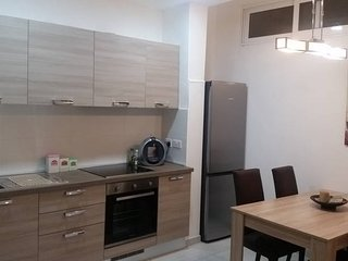 Walking distance to shops and sea front. Sleep 4/6, Sliema