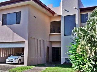 Poncho's Hideaway - 1 Bedroom Master Villa