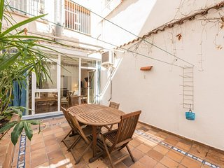 Spacious Terraza Atocha III apartment in Lavapies with WiFi, airconditioning, Madrid
