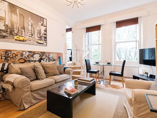 Spacious Sloane Draycott Place apartment in Kensington & Chelsea with WiFi & lif