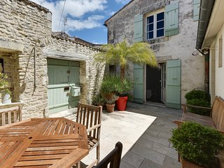 Cottage with character in a historical neighbourhood, Saint-Martin-de-Ré