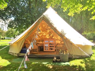 Oxford Riverside Glamping, Swinford