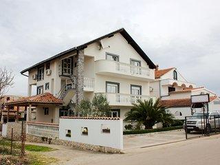 5653 A1(2+2) - Pirovac