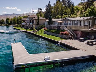 Cozy, dog-friendly lakefront home with expansive deck, patio and private dock!, Chelan
