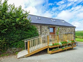 THE GRAIN STORE, pet friendly, character holiday cottage, with a garden in Abersoch, Ref 1585