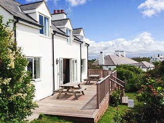 CARROG, WiFi, close to beach, garden, Trearddur Bay, Ref 18851