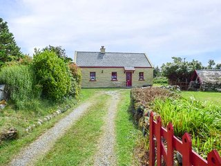 TI SONNY, family friendly, country holiday cottage, with a garden in Carna, Coun