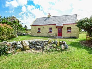 TI SONNY, family friendly, country holiday cottage, with a garden in Carna