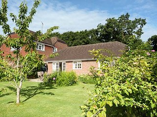 WILLOW COTTAGE, single-storey cottage, rural setting, patio and garden, Bonley Ref 915094