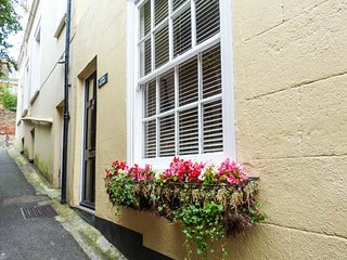 STUDIO COTTAGE en-suite, WiFi, garden, close to amenities in Hythe, Ref 932476