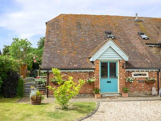 THE ROOST, Grade II listed, barn conversion, WiFi, the Cotswolds, Ref 936256