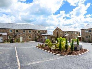 DINKLEY COTTAGE, superb all ground floor property, woodburner, hot tub, in Ribchester, Ref 941624