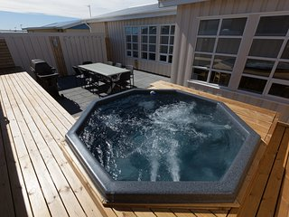 Amazing luxurious house in a beautiful village., Keflavik
