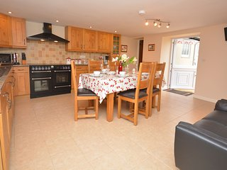 Kichen/dining area with range cooker