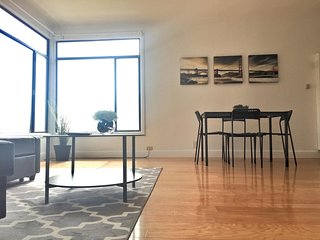 2BR: Modern Design, Ocean View, Fully Wired, San Francisco