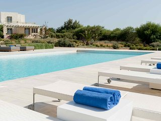 Blue Villas |Thetis |Family Villa with shared pool, Ampelas