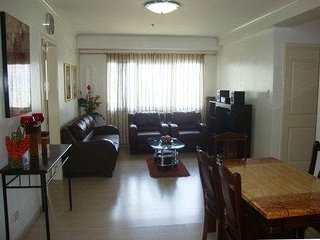 2BR Spacious high-rise condo at The Fort Boniacio