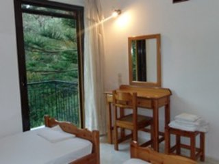 3 Seaside Secluded Studios, 100m from the beach (6 to 9 people)