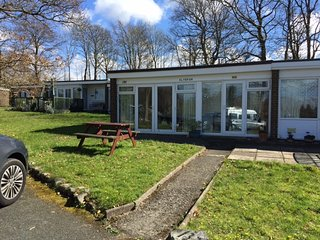 Lovely 2 bedroom chalet on quiet holiday park, Caernarfon