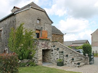 Stone Farmhouse w private pool, sleeps 10, La Salvetat-Peyralès