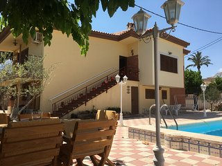 Chalet de dos plantas con piscina a estrenar, San Juan de Alicante