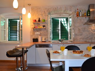 500 year old house for 7 in Kastela near Split, Kastel Stari