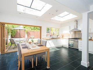 Lovely Central Headington Home with parking