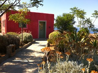 Ideal cosy studio with sea view, Kea
