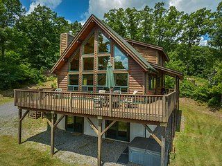 Impressive Mountain Log Home in tranquil setting!