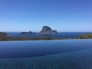 Casa con vistas a Es vedra y piscina privada,10pax, Cala Carbo