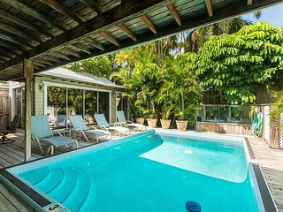 Helen's Hideaway- Gated, Unique, 2 BR House W/ Private Heated Pool, Key West