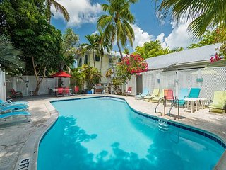 Tropical Cottage - Spacious Home w/ Shared Pool. Near Beach & S'Most Point, Key West