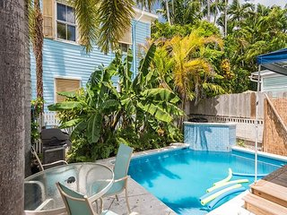 Poolside Suite - A Few Steps To Duval St! Pvt Parking & Shared Pool!, Key West