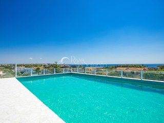 Residence with pool overlooking the sea, Santa Maria al Bagno